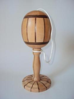 Bilboquet en bois colles