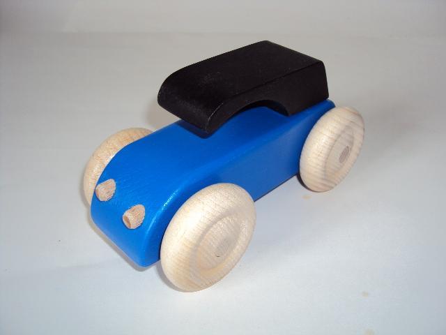 Voiture en bois type 2 cv bleu