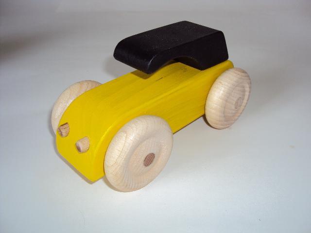 Voiture en bois type 2 cv jaune